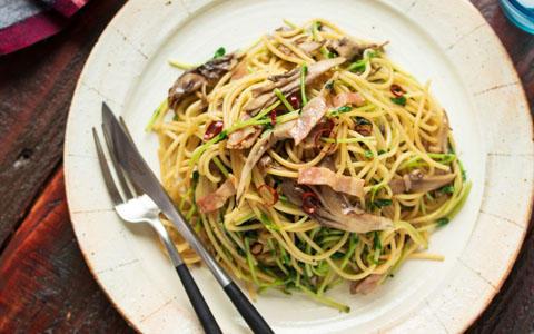 豆苗と舞茸のペペロンチーノ