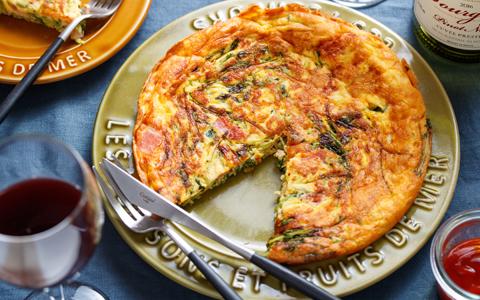 豆苗とチーズのスパニッシュオムレツ