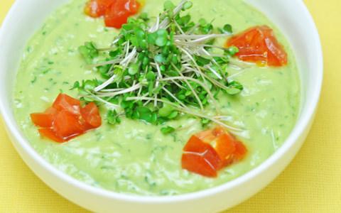 ブロッコリースプラウトとアボカドのロースープ