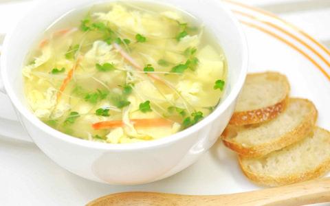 かにかまとスプラウトのたまごスープ