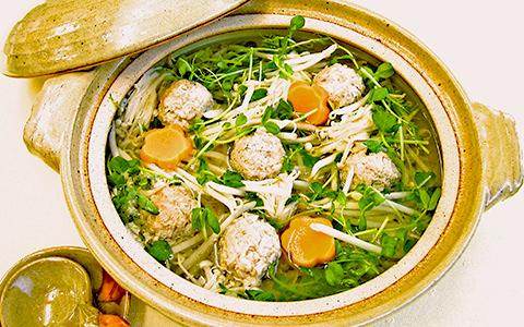豆苗ともやしの鶏団子鍋