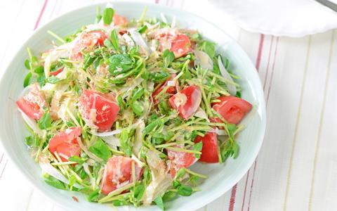 豆苗のトマトサラダ