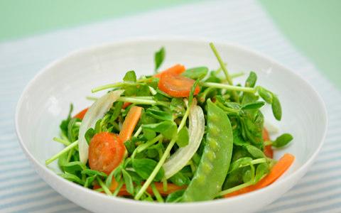 豆苗と春野菜のグリーンサラダ
