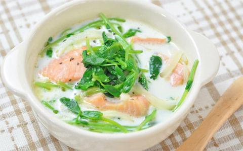 豆苗と鮭のミルクスープ