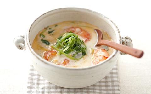 豆苗とエビのミルクスープ