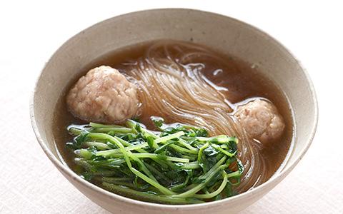 豆苗と鶏つくねスープ