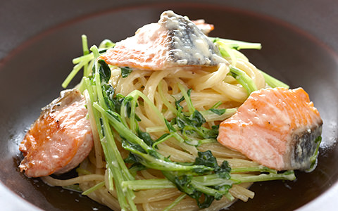 豆苗と鮭のクリームパスタ