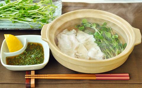 豆苗と豚肉のしゃぶしゃぶ(香菜だれ)