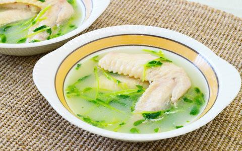 豆苗入りサムゲタン風スープ