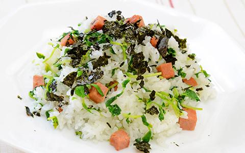 豆苗とランチョンミートの混ぜご飯